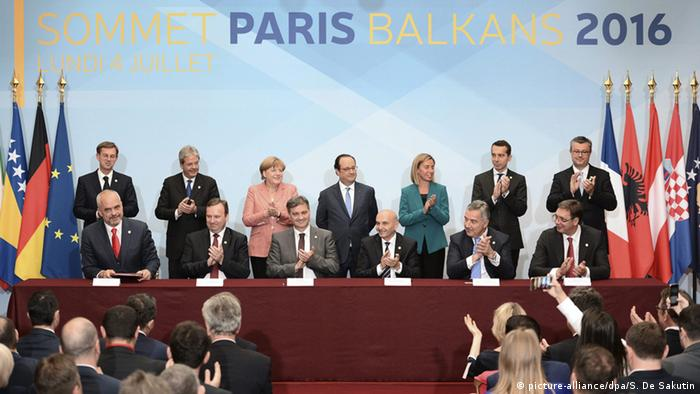 Paris Westbalkan Konferenz Delegationen applaudieren (picture-alliance/dpa/S. De Sakutin)