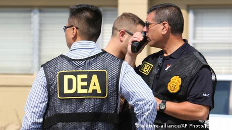 USA Orlando DEA Drogen Polizei im Einsatz (picture-alliance/AP Photo/J. Burbank)