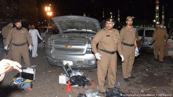 El grupo yihadista Estado Islámico (EI) asumió hoy la autoría del ataque perpetrado el pasado domingo contra un puesto de control en el norte de Arabia Saudí. El ataque del domingo provocó la muerte de un policía saudí y un ciudadano bangladesí. (13.07.2018).