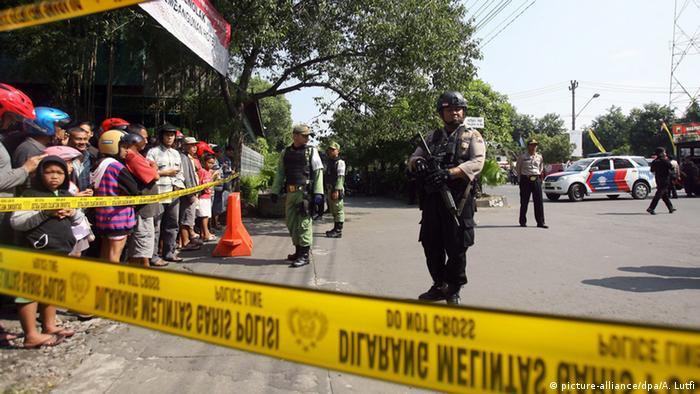 Indonesien Selbstmordanschlag in Jakarta (picture-alliance/dpa/A. Lutfi)