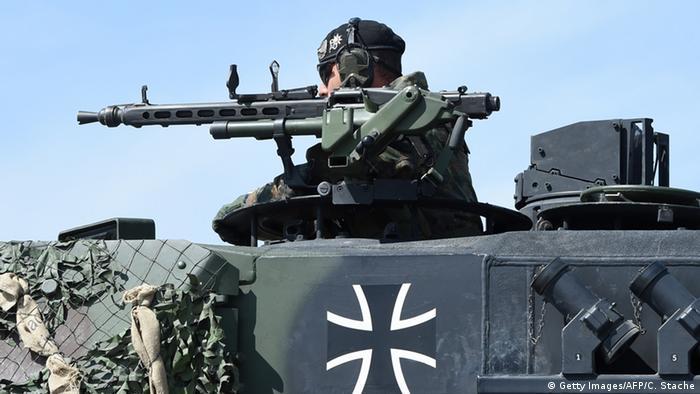 Deutschland Kampfpanzer vom Typ Leopard (Getty Images/AFP/C. Stache)