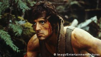 Sylvester Stallone em cena de filme da série Rambo