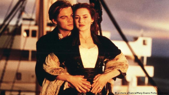 Leonardo Di Caprio and Kate Winslet in film still Titanic (picture-alliance/Mary Evans Picture Library)