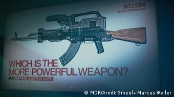На сайте RT.com телекамеру приравнивают автомату и задаются вопросом, какое оружие сильней.