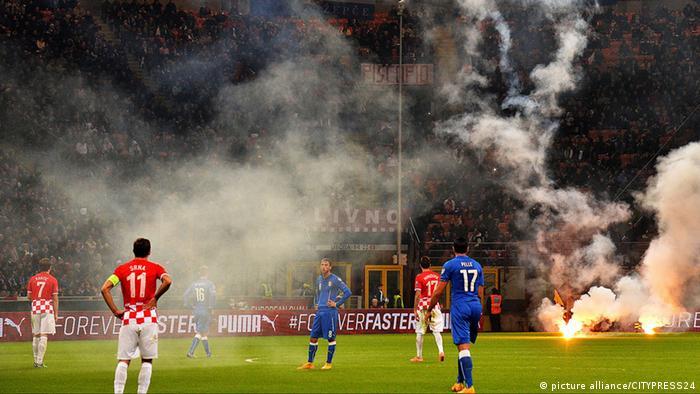 UEFA EURO 2016 Italien vs. Kroatien Bengalisches Feuer