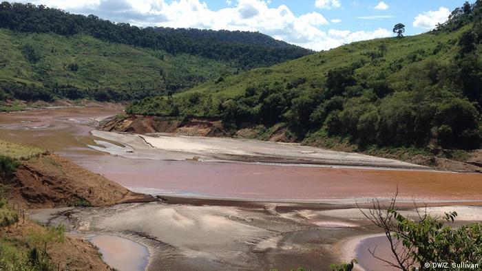Rio Doce in Brazil, contaminated by mining tailings dam burst (Photo: Zoe Sullivan)