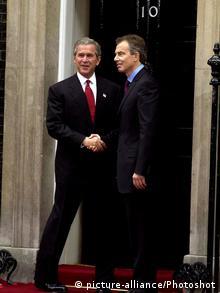 London George W. Bush und Tony Blair vor 10 Downing Street