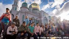 Bildergalerie Eid al Fitr Fastenbrechen 2016 05.07.2016 ****Muslims gather to offer prayers at the central mosque in Moscow on July 5, 2016, during celebrations for Eid al-Fitr marking the end of the Islamic holy month of Ramadan. / AFP / Alexander UTKIN (Photo credit should read ALEXANDER UTKIN/AFP/Getty Images) © Getty Images/AFP/A. Utkin