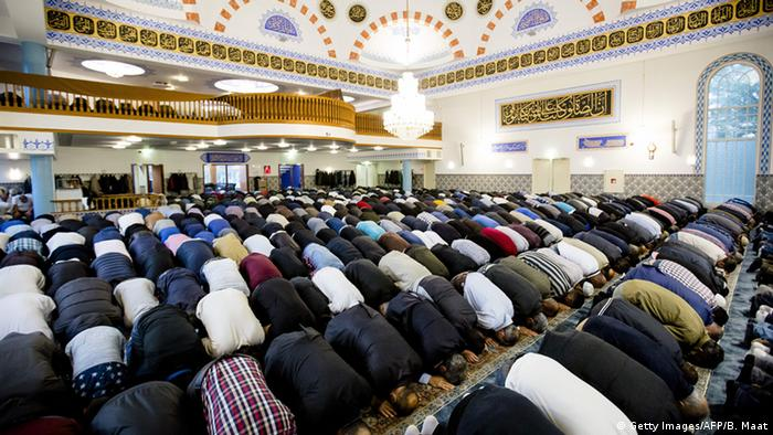 Niederlande Zuckerfest Moschee in Rotterdam (Getty Images/AFP/B. Maat)