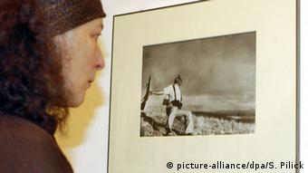 The Falling Soldier, a foto mais famosa de Robert Capa, mostra soldado caindo durante a Guerra Civil Espanhola