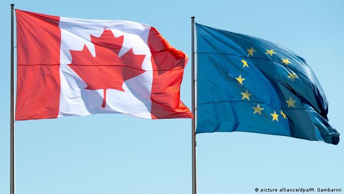 Flaggen Kanadas und der Europäischen Union (picture alliance/dpa/M. Gambarini)
