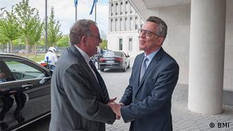 Deutschland Treffen Thomas de Maizière mit Giannis Mouzalas