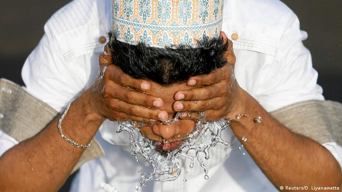 Sri Lanka Waschung zum Ramadanfest Zuckerfest