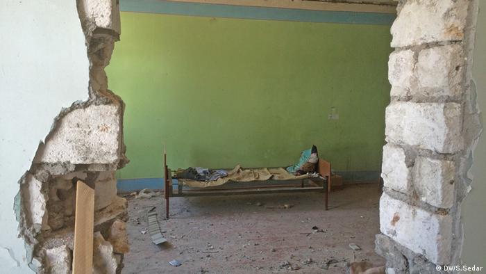 Nisan ayındaki çatışmalarda yerleşim birimleri de hasar görmüştü.