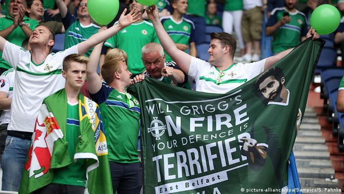Frankreich UEFA EURO 2016 Irische Fans feiern beim Spiel gegen Wales