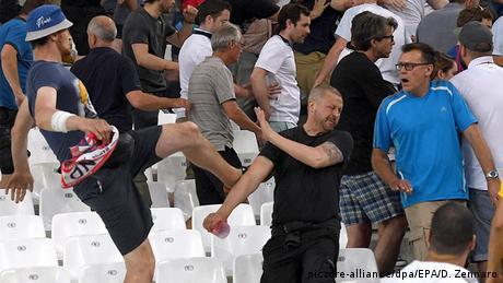 Frankreich UEFA EURO 2016 britischer Hooligan mit Hut England Russland