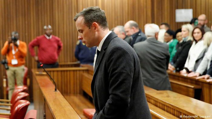 El Tribunal Supremo de Apelaciones de Sudáfrica aumentó la condena por asesinato contra Oscar Pistorius a 13 años y cinco meses después de que el Estado dijera que su sentencia fue sorprendentemente indulgente. (24.11.2017).