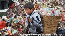 China Kind von Migranten auf Müllhalde in Guiyang