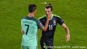 f776906e87 Euro 2016 Portugal vs Wales Bale Ronaldo. No confronto direto entre Cristiano  Ronaldo e Gareth Bale  goleada do português em vitórias e gols