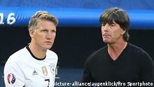 Frankreich UEFA EURO 2016 Fußball EM Bastian Schweinsteiger und Joachim Löw