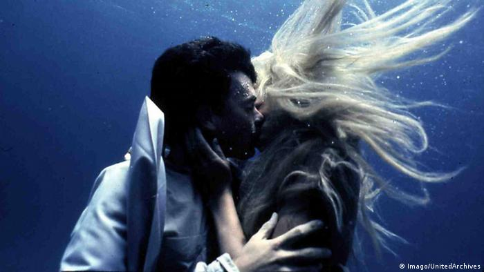 Film still from Splash with Tom Hanks and Daryl Hannah kissing underwater