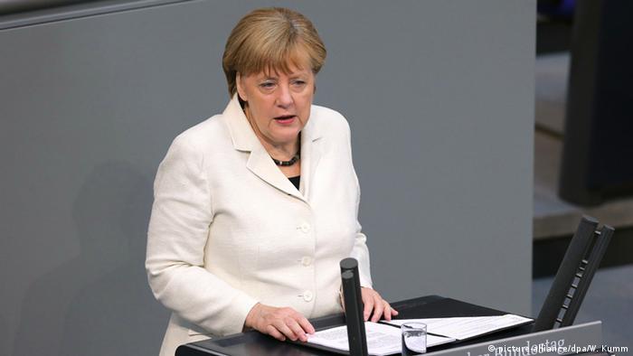 Berlin Kanzlerin Merkel in Rede vor dem Bundestag