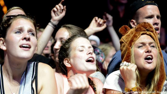 Deutschland Konzertbesucher ohne Smartphones auf dem 20. Hurricane Festival