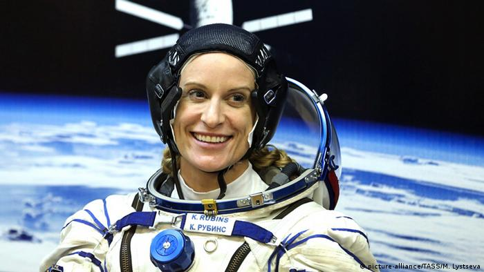 Kate Rubins in a space suit. (Photo: picture-alliance/TASS/M. Lystseva)