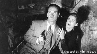 Film Locarno Gordon Howard und Irina Garden im Film 'Die Spur führt nach Berlin' von 1952 (Foto: Deutsches Filminstitut)