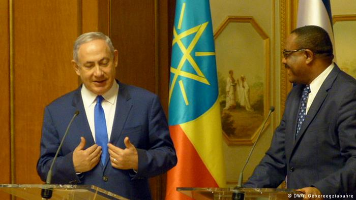 Israel's Prime Minister Benjamin Netanyahu talking at a podium (DW/Y. Gebereegziabahre)