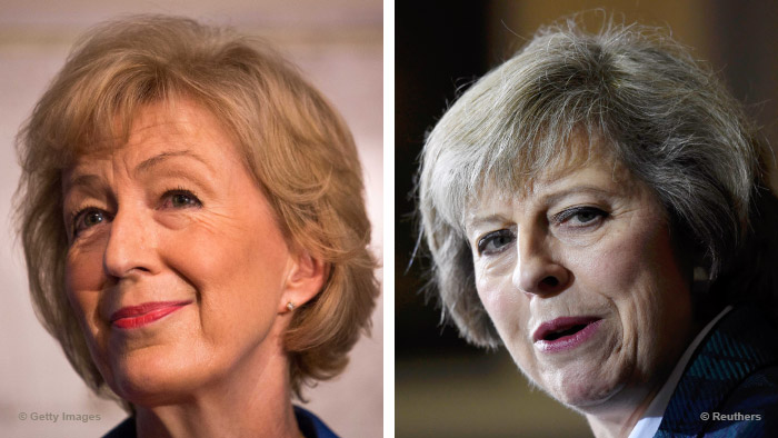 Ministra do Interior, Theresa May, e ministra da Energia, Andrea Leadsom (dir.)