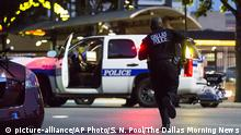 7.72016 *** Dallas Police respond after shots were fired at a Black Lives Matter rally in downtown Dallas on Thursday, July 7, 2016. Dallas protestors rallied in the aftermath of the killing of Alton Sterling by police officers in Baton Rouge, La. and Philando Castile, who was killed by police less than 48 hours later in Minnesota. (Smiley N. Pool/The Dallas Morning News) Copyright: picture-alliance/AP Photo/S. N. Pool/The Dallas Morning News