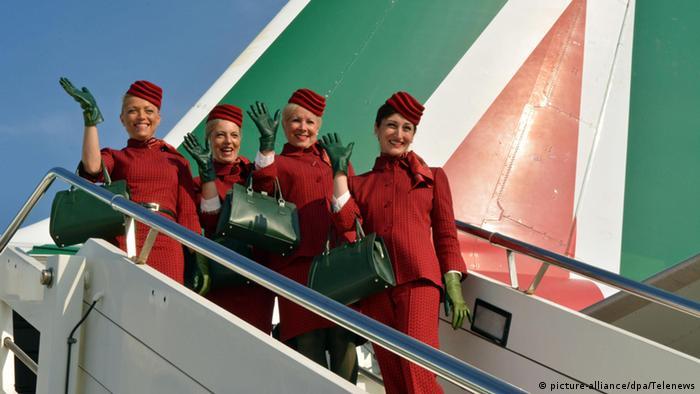 Flugbegleiterinnen Fluggesellschaft Alitalia Airline (picture-alliance/dpa/Telenews)