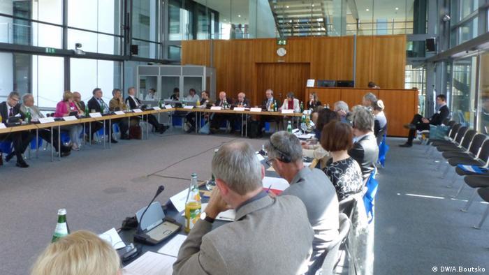 Заседание комиссии историков в здании бывшего вражеского голоса
