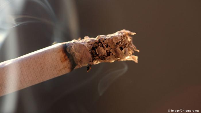 Zigarettenrauch (Imago/Chromorange)