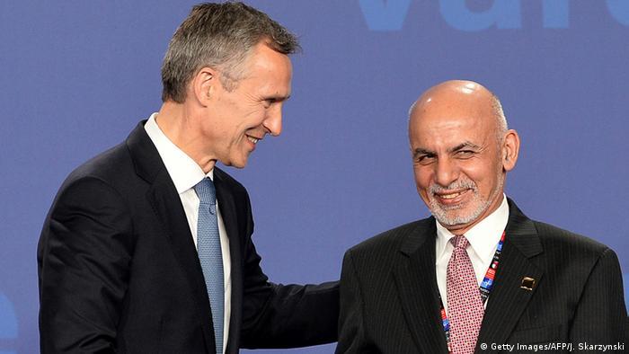 O secretário-geral da Otan, Jens Stoltenberg, com o presidente do Afganistão, Ashraf Ghani, durante a cúpula em Varsóvia