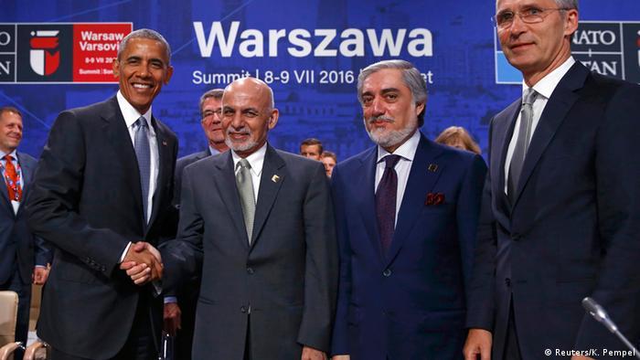 На саміті НАТО (зліва направо): президент США Барак Обама, президент Афганістану Ашраф Гані, глава афганського уряду Абдулла Абдулла, генсек Альянсу Єнс Столтенберг