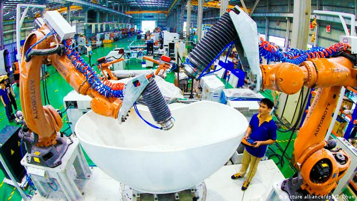 China industrial robots (picture alliance/dpa/Z. Chun)