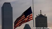 USA Dallas Polizisten Tötung Fahne Trauer