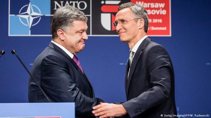 Президент Украины Петр Порошенко и генсек НАТО Йенс Столтенберг (фото из архива)