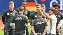 Frankreich Training Deutsche Nationalmannschaft mit Trainer Löw