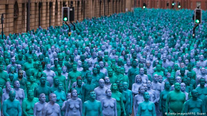 Großbritannien Spencer Tunick's Sea of Hull installation
