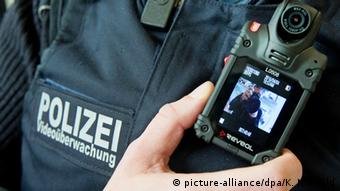Bundespolizei Bodycam (picture-alliance/dpa/K. Nietfeld)