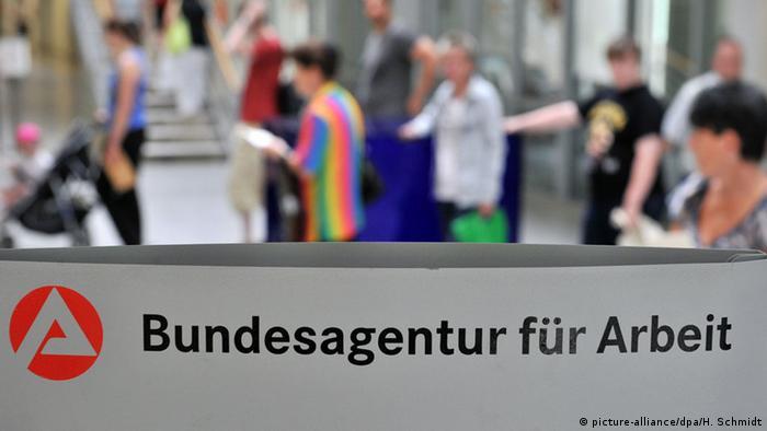 Deutschland Symbolbild Hartz IV Armut Jobcenter Agentur für Arbeit (picture-alliance/dpa/H. Schmidt)