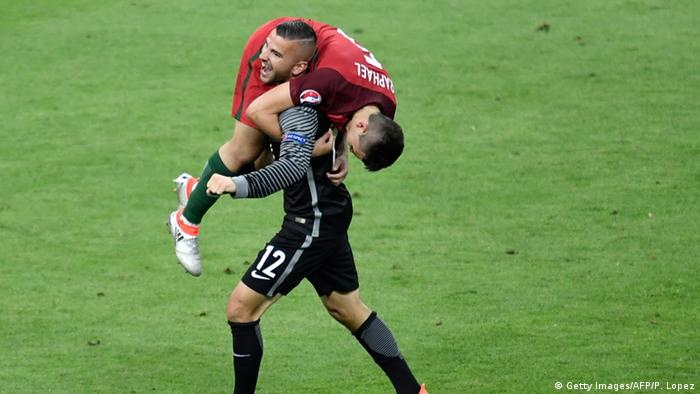 França UEFA Euro 2016 Final Portugal Anthony Lopes com Raphael Guerreiro