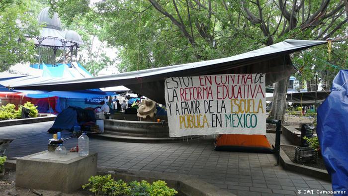 Acampada de maestros en el zócalo de la ciudad mexicana de Oaxaca.