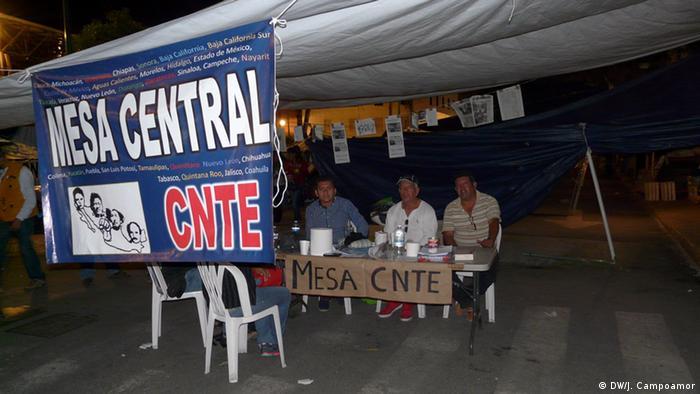 Representantes de la CNTE en el plantón de la Ciudad de México.