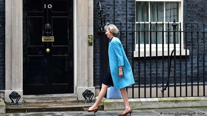 Großbritannien Theresa May kommt in Downing Street an