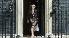 05.07.2016+++Theresa May vor 10 Downing Street British Home Secretary Theresa May leaves No10 Downing Street after attending a Cabinet Meeting in London, Britain, 05 July 2016. May is one of the candidates for Conservative party leadership to succeed David Cameron. (c) picture-alliance/dpa/W. Oliver