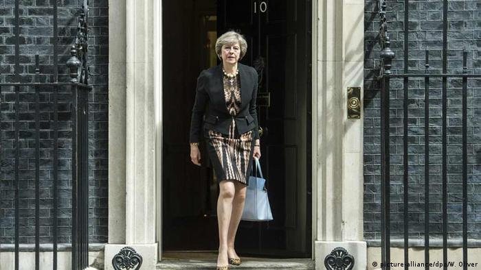 PM Inggris baru, Theresa May di depan 10 Downing Street